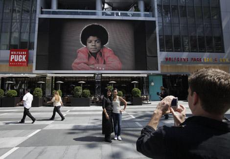 Michael-Jackson-memorial-027